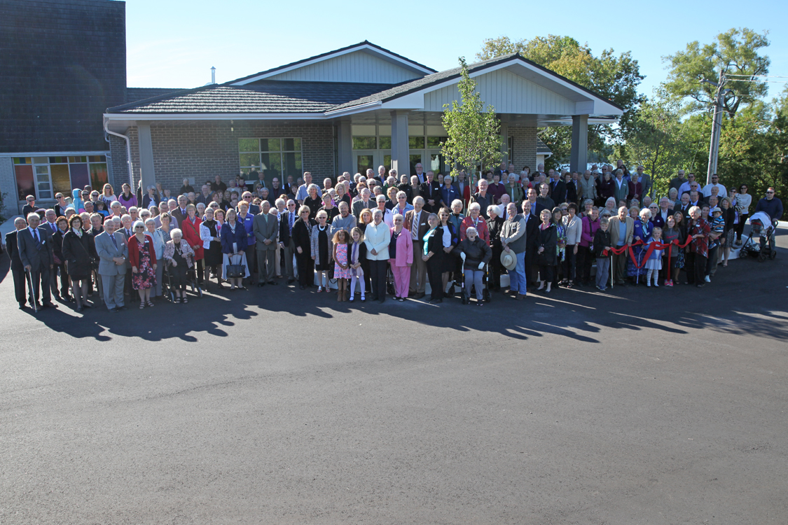 Congregation attendees at ribbon cutting ceremony September 25 2016